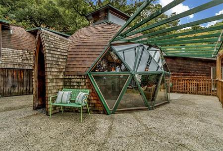 Poze Case lemn - Dom geodezic construit din lemn de stejar vechi recuperat de la un depozit demolat