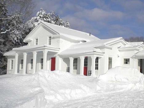 Poze Fatade - O casa alba ca zapada