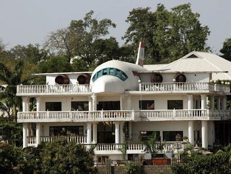 Poze Haioase - Casa din Abuja, Nigeria, care parca incorporeaza un avion