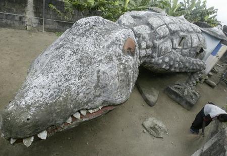 Poze Haioase - Casa  in forma de crocodil din capitala Coastei de Fildes