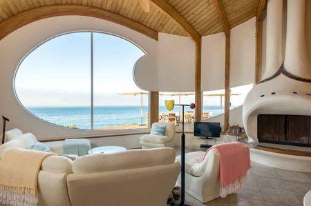 Poze Living - casa-forma-valuri-living-1.jpg