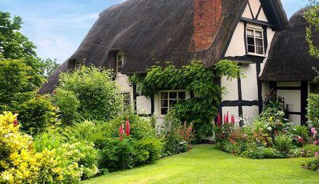Poze Gradina de flori - Stilul englezesc traditional ne incanta atat in ceea ce priveste casa cat si gradina