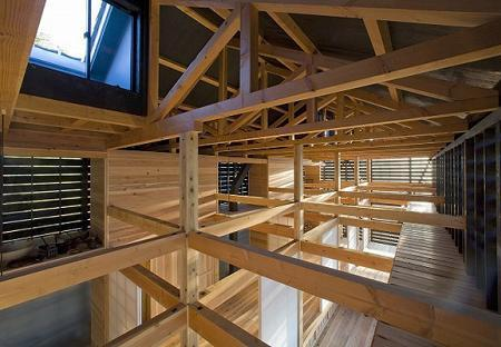 Poze Case lemn - Casa cu grinzi de lemn la vedere
