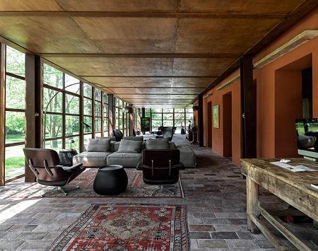 Poze Living - Zona de zi cu pereti din otel si sticla