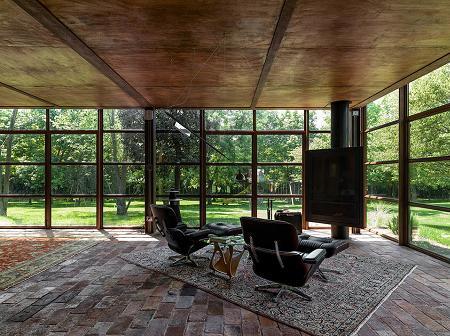 Poze Living - Zona destinata relaxarii, cu pereti din otel si sticla