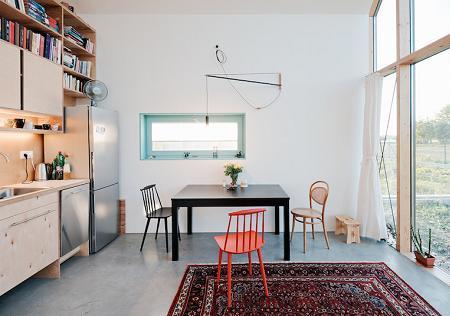 Poze Sufragerie - Bucataria si locul de luat masa intr-o casa familiala compacta