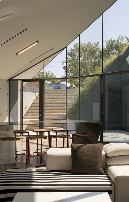 Poze Living - Zona de zi a unei case semiingropate