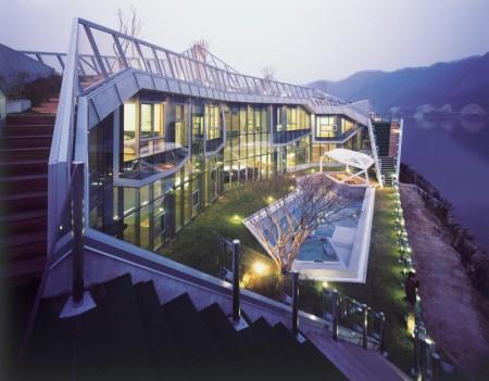 Poze Fatade - Casa deosebita din metal si sticla cu gradina pe acoperisul in trepte