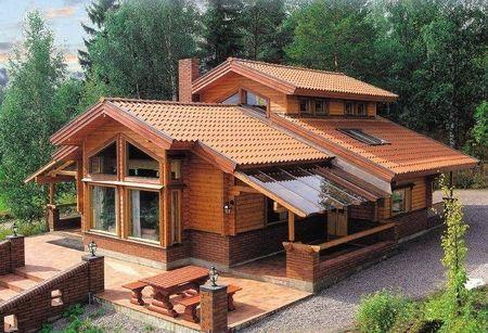 Poze Case lemn - Casa din lemn masiv cu o multime de ferestre