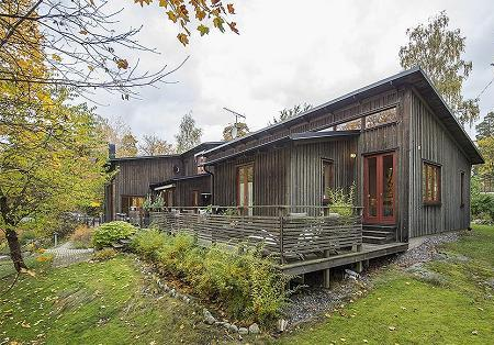 Poze Case lemn - Casa cu fatada din lemn de pin