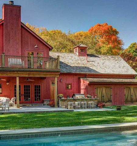 Poze Case lemn - Casa din lemn colorata in roz