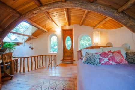 Poze Dormitor - Dormitor rustic in podul unei case ecologice