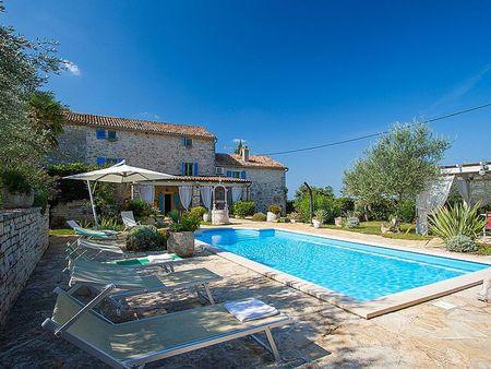 Poze Piscina - casa-mediteraneana-colorata-piscina.jpg