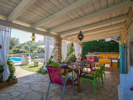 Poze Terasa - casa-mediteraneana-colorata-terasa.jpg
