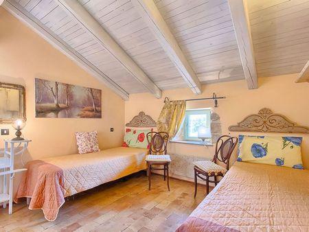 Poze Dormitor - casa-mediteraneana-dormitor-mansarda-colorat.jpg