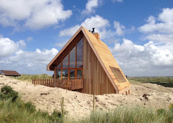 Poze Case lemn - Casa imbracata integral in lemn la Marea Nordului