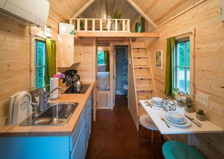 Poze Case lemn - Atmosfera vesela in decorul interior al acestei case de vacanta pe roti