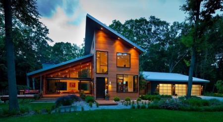 Poze Fatade - Casa moderna din lemn cu suprafete vitrate generoase