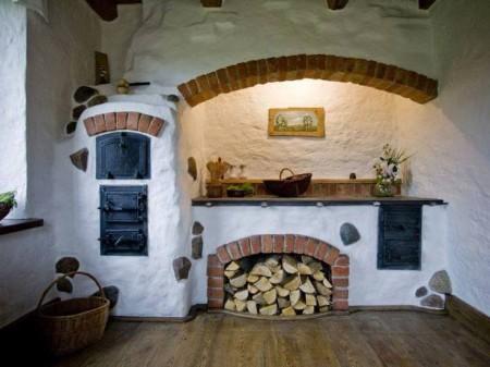 Poze Bucatarie - Cuptor si plita pe lemne intr-o bucatarie rustica