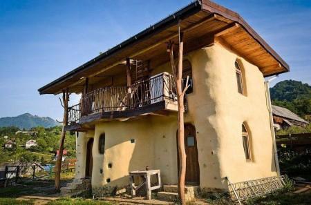 Poze Fatade - Casa naturala construita din baloti de paie