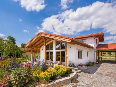 Poze Gradina de flori - casa-partial-mansardata-gradina-frumoasa-exterior-3.jpg