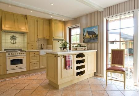 Poze Bucatarie - Bucatarie in stil clasic, cu culori calde si mobilier din lemn