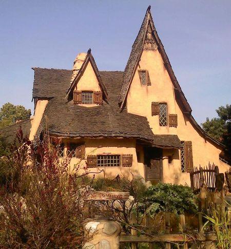 Poze Fatade - Casa Spadena, o casa desprinsa din povesti