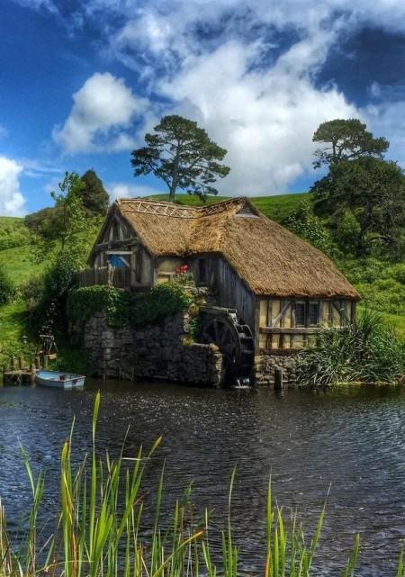 Poze Case lemn - Casuta rustica pe malul apei