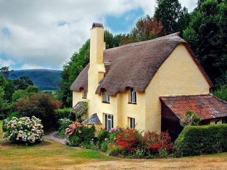 Poze Fatade - Acoperisul din paie, specific stilului cottage