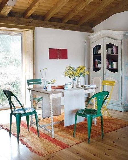 Poze Sufragerie - Pete de culoare in sufrageria rustica