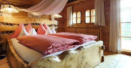 Poze Dormitor - Dormitor rustic realizat din lemn masiv