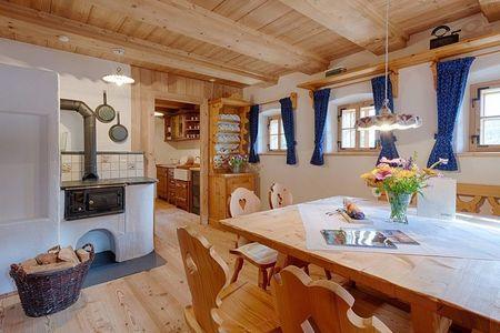 Poze Case lemn - Interior casa traditionala din lemn