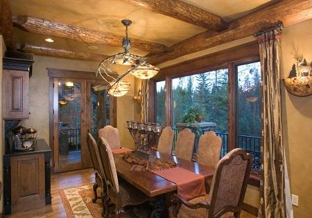 Poze Sufragerie - Sufragerie rustica cu grinzi din lemn masiv si geamuri mari