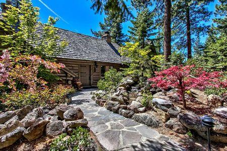 Poze Alei - casa-vacanta-lemn-malul-lacului-alei-piatra.jpg