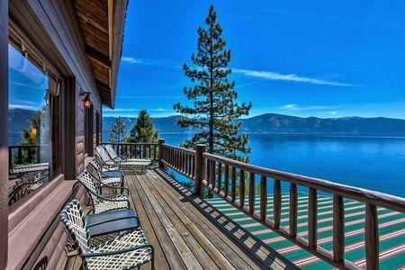 Poze Balcon - casa-vacanta-lemn-malul-lacului-balcon.jpg