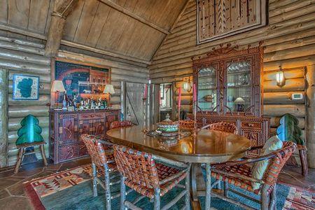 Poze Sufragerie - Stil rustic rafinat pentru sufrageria unei case de vacanta