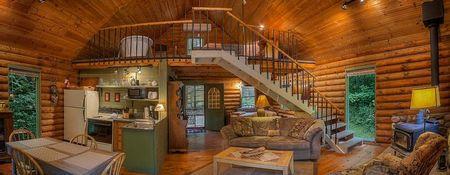 Poze Case lemn - Spatii deschise intr-o casa de vacanta din lemn rotund