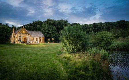 Poze Fatade - Casa de vacanta cu arhitectura clasica in mijlocul naturii