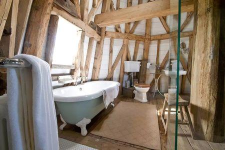 Poze Baie - O baie fantastica amenajata intr-o veche moara de vant transformata in casa de vacanta
