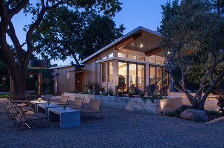 Poze Fatade - Casa de vacanta cu arhitectura moderna