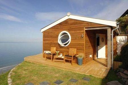 Poze Case lemn - Casa de vacanta moderna construita din lemn pe malul marii