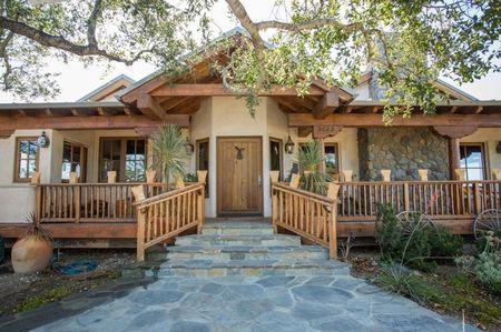 Poze Fatade - Casa veche taraneasca, cu prispa, renovata cu materiale naturale
