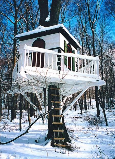 Poze Locuri de joaca - Casuta din copac, iarna