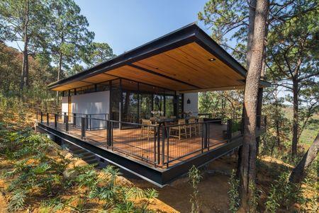 Poze Fatade - O superba casa de vacanta moderna construita in mijlocul padurii