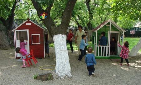 Poze Locuri de joaca - casute-copii-gradinita.jpg