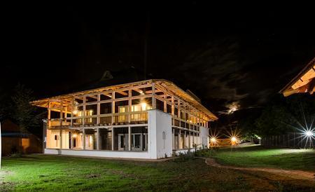 Poze Fatade - La Mosie - constructie din caramizi de chirpici si mult lemn