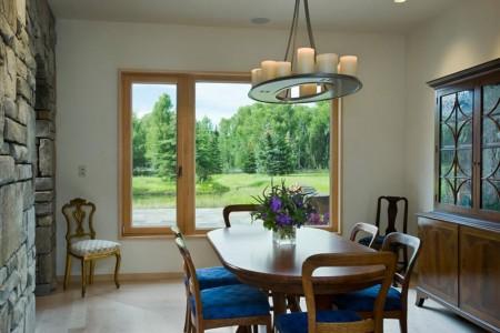 Poze Sufragerie - Sufragerie clasica cu un candelabru inedit