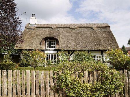 Poze Fatade - Cottage traditional cu acoperisul din stuf