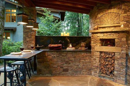 Poze Terasa - Cuptorul pentru pizza, piesa centrala a acestei bucatarii de vara