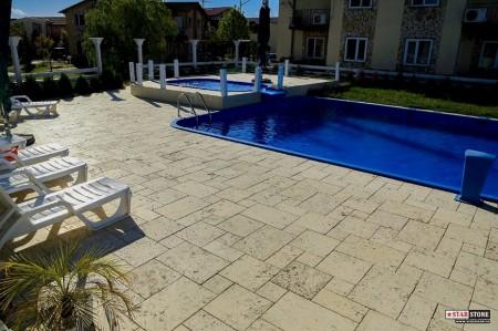 Poze Piscina - Pavaje piscina cu dale travertin antichizat Arvore